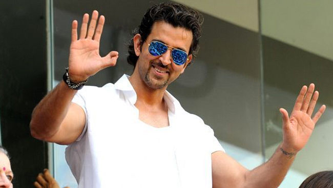 Hrithik Roshan Buys N95 Masks For BMC workers