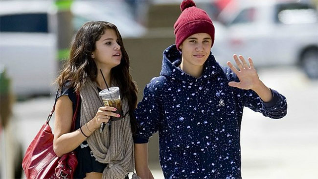Bieber Gets Flak For Liking Old Photo With Gomez