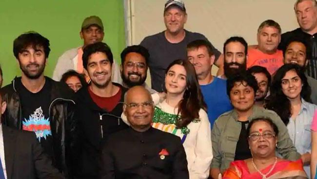 Ranbir Kapoor, Alia Bhatt Meet President Ram Nath Kovind on Brahmastra Set; See Pics