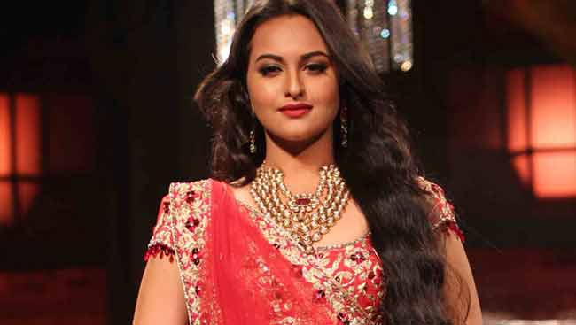 Sonakshi Sinha's Parents Want Her To Date A 'Susheel Ladka.' Bollywood Doesn't Have One