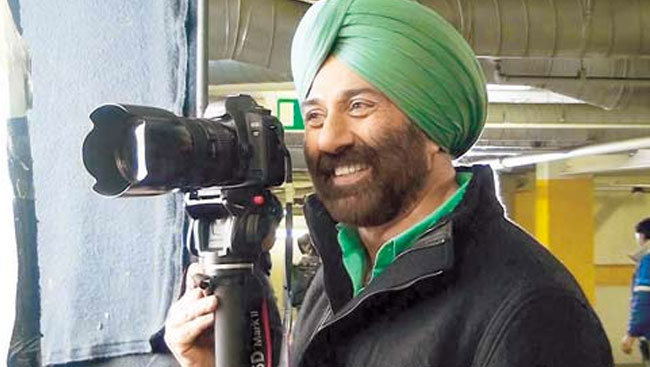 Sunny Deol Approached To Play Grey Role In 'Aankhen 2'