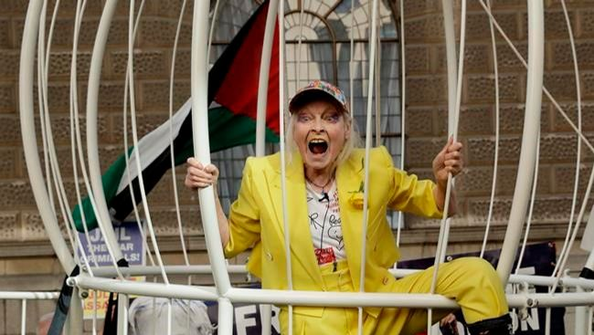 Designer Vivienne Westwood leads protest supporting Assange