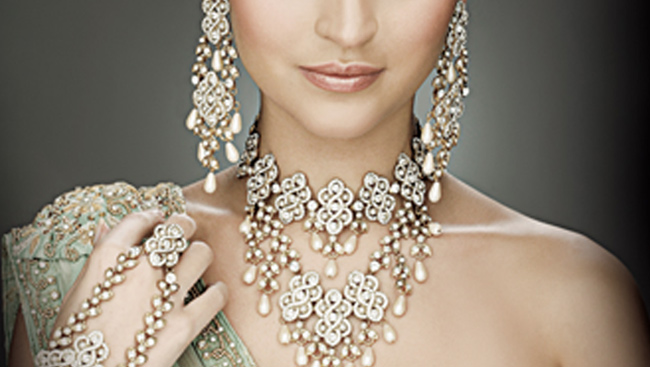 Diamonds & Crystals: A South Asian Bride's Must Haves