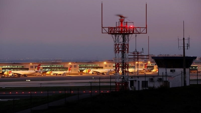 Portugal opens door to British tourists, ending uncertainty