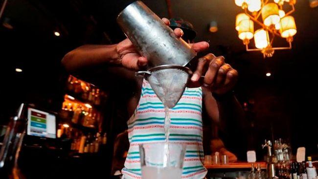B.C. liquor servers to get pay boost