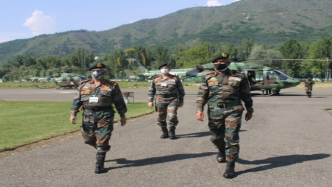 Army Chief reviews security situation in Kashmir (Lead)