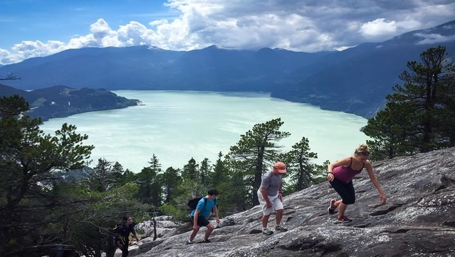 Mountain lakes losing colour from climate change
