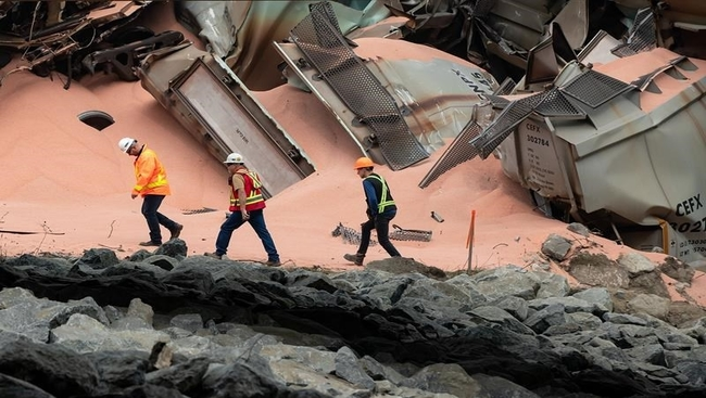 Damaged cars being removed from derail site: CN