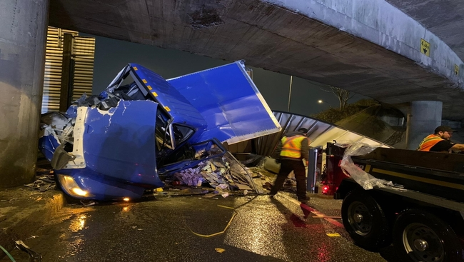 Transport truck crash temporarily closes Hwy 1 in North Vancouver