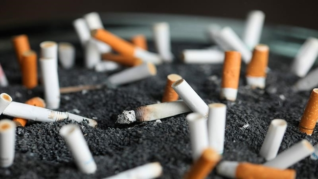 Health panel expands lung cancer screening for more smokers