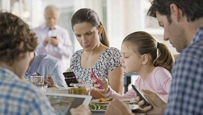 Smartphone use at meal time ruins parent-child bond