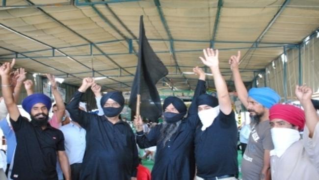 Maharashtra peasants mark 6 months of farmers' agitation