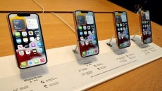 B.C.'s youth in care to receive iPhones: ministry