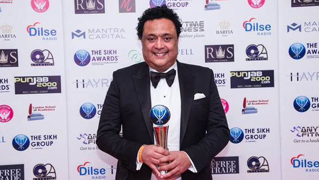 Bob Singh Dhillon receives Business Man of the Year at The Sikh Awards 2016
