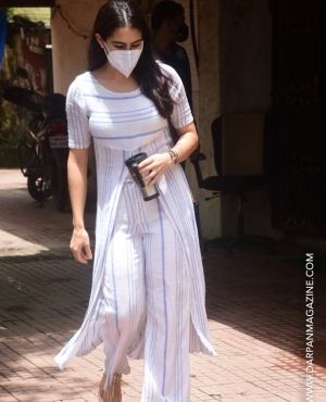 Sara Ali Khan snapped in linen outfit