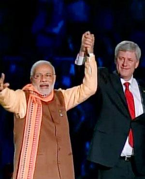 PM Narendra Modi and Canadian PM Stephen Harper at Ricoh Coliseum (Toronto)