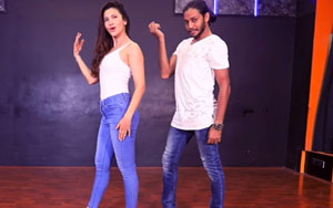 Gauahar Khan Dancing To 'Aate Jaate' From 'Golmaal Again'' Has Us Fida