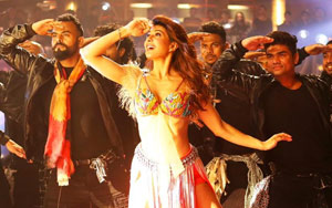 Baaghi 2 Song Ek Do Teen: Jacqueline Fernandez Pays Tribute To Madhuri Dixit, Watch Video