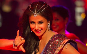 Urmila Matondkar Returns To The Silver Screen After Ten Years In Blackmail Song Bewafa Beauty