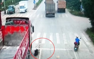 Chinese Man Narrowly Escapes From Being Killed In Traffic Accident