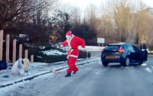 Christmas Miracle? Santa Claus Jumps Out Of Car To Help Woman On Icy Street